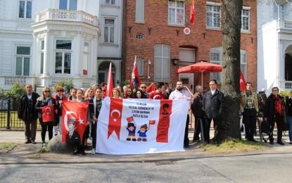 """Hamburg'da iki farklı """"1915"""" eylemi! VİDEO İZLE"""