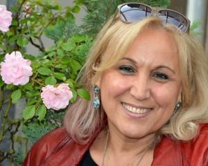 """Yazar Esma Arslan: """"Bir koltukta 10 karpuzla halaybaşı da çekerim!"""""""
