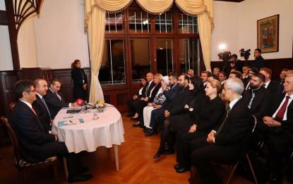 Dışişleri Bakanı Mevlüt Çavuşoğlu, Hamburg'da STK'lar ile buluştu!