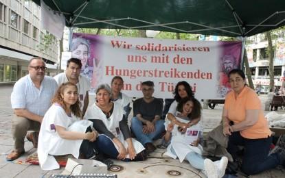 Tutuklu akademisyenler Nuriye Gülmen ve Semih Özakça destek için Hamburg'da açlık grevi başladı