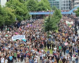 Hamburg G20'ye karşı ayağa kalktı! 100 bin kişi yürüdü…