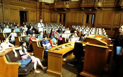 Hamburglu çocuklar 23 Nisan için Rathaus Meclisinde…