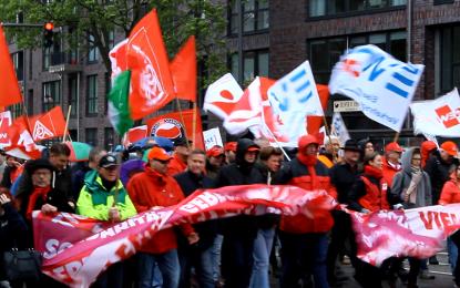 """1 Mayıs'da Hamburg'da Yağmur ile """"Dayanışma- Çeşitlilik – Adalet""""… İZLE"""
