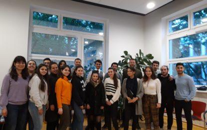 """Hamburg Türk Kadınları Kültür Derneği:  """"Gençlere Kulak Ver!"""""""