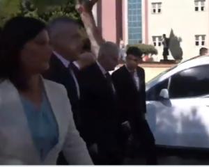 AKP vekilden CHP'li başkana omuz! İZLE