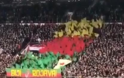 St.Pauli tribünlerinden PYD'ye destek!